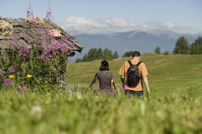 Walking at Plan de Corones: the mountain for active tourists